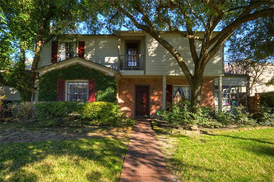 1615 Elmen: This 1950 home has 3 bedrooms, 2 bathrooms, and 2,065 square feet. Listed for $625,000. Open house: 1/26/2013, 2 p.m. to 4 p.m. Photo: Houston Association Of Realtors