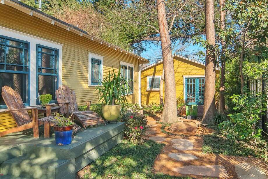 1115 Winston: This 1930 home has 2 bedrooms, 1 bathroom, and 1,344 square feet. Listed for $450,000. Open house: 1/26/2013, 2 p.m. to 4 p.m. Photo: Houston Association Of Realtors