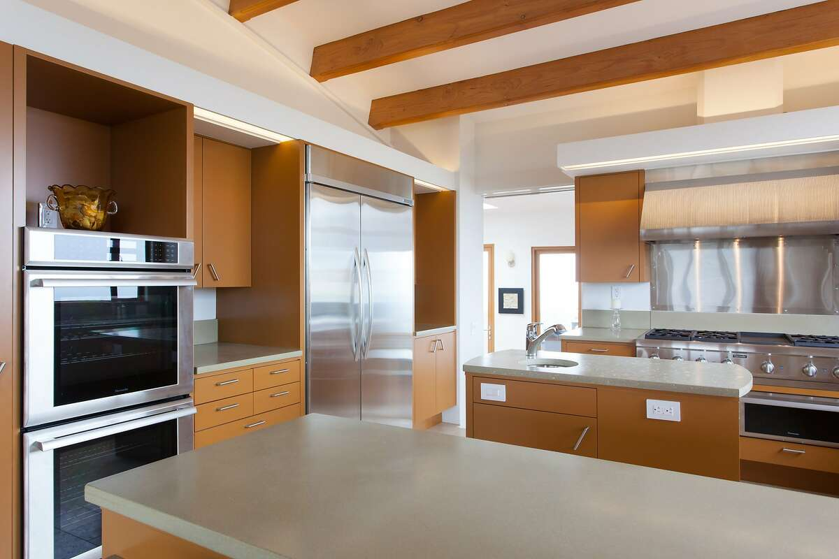 The eat-in kitchen includes professional appliances.