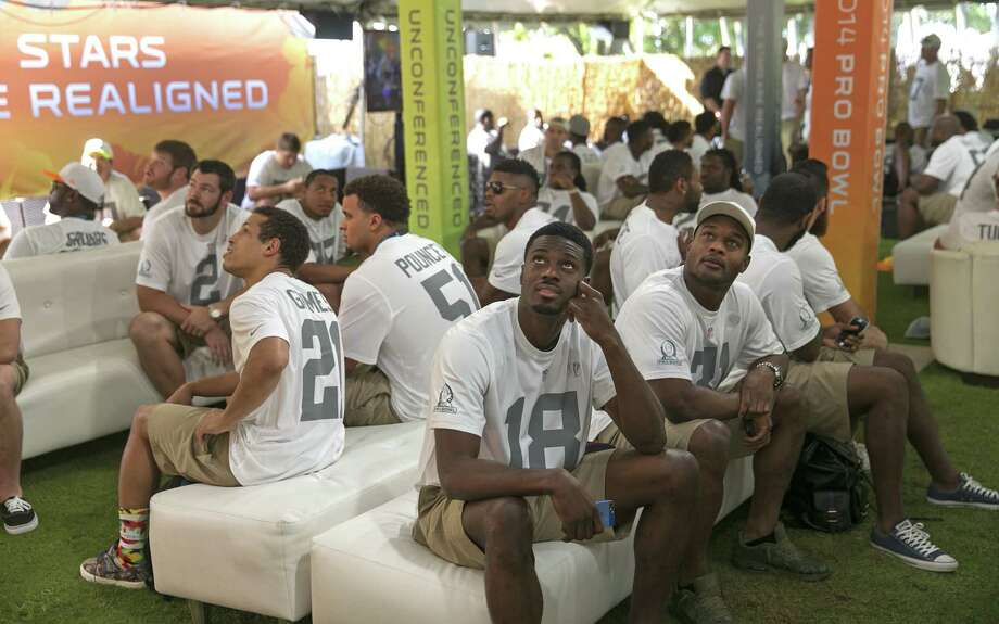 Pro Bowl players wait to be picked during the draft. The teams were chosen by Hall of Famers Deion Sanders and Jerry Rice. Photo: Marco Garcia / Associated Press