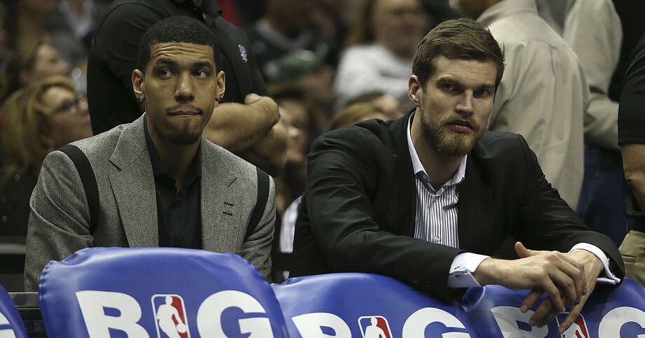 A fractured left hand sidelined Danny Green (left) and a right shoulder contusion sidelined Tiago Splitter. Photo: Jerry Lara / San Antonio Express-News / ©2013 San Antonio Express-News