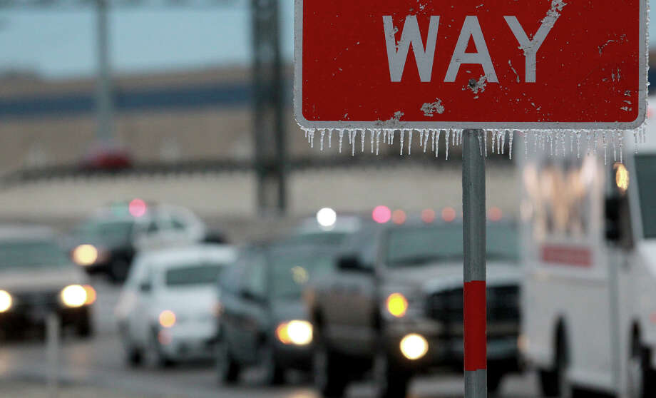 Icicles hang off a wrong way sign on IH-35 northbound as tarffic is diverted off the highway near Walzem road becuase of iced over bridges. Photo: Tom Reel, San Antonio Express-News / ©San Antonio Express-News/Photo may be sold to the public