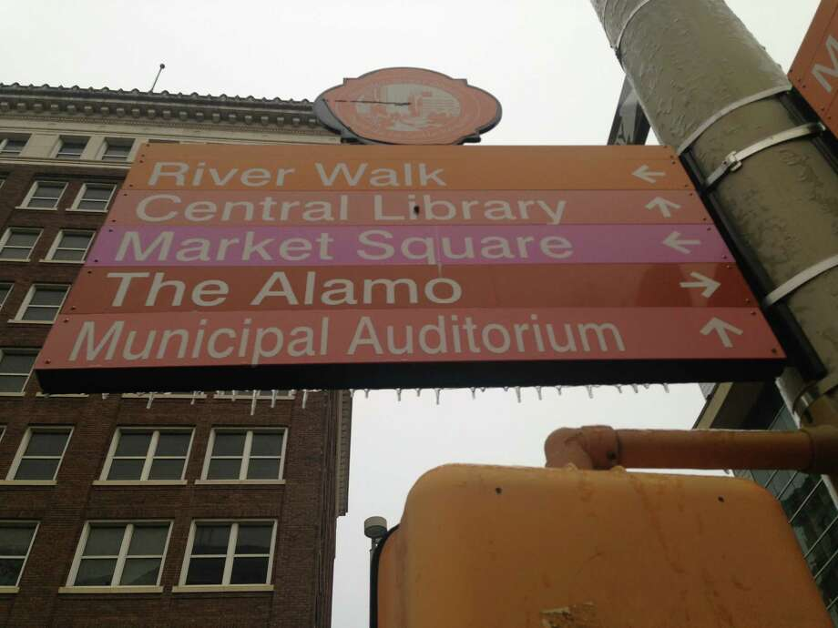 Icy signs downtown. Photo: Benjamin Olivo / MySA.com
