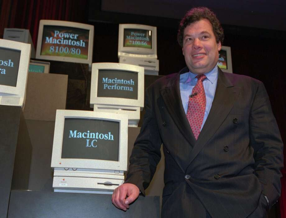 Michael Spindler, then-president of Apple, poses with the new line of Power Macintosh personal computers at a New York news conference on March 14, 1994. Photo: LUC NOVOVITCH, Associated Press