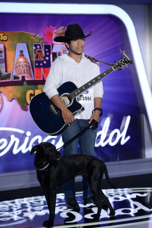"AMERICAN IDOL XIII: Atlanta Auditions: Chris Medina and his dog ""Bubby"" on AMERICAN IDOL XIII airing Thursday, Jan. 23 (8:00-9:00 PM ET/PT) on FOX. CR: Michael Becker / FOX. Copyright 2014 FOX BROADCASTING. / 1"