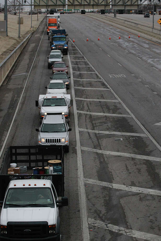 Traffic is diverted off of IH-35 southbound at New Braunfels Avenue Friday January 24, 2014 because of iced over bridges and multiple traffic accidents. Photo: JOHN DAVENPORT, SAN ANTONIO EXPRESS-NEWS / ©San Antonio Express-News/Photo may be sold to the public