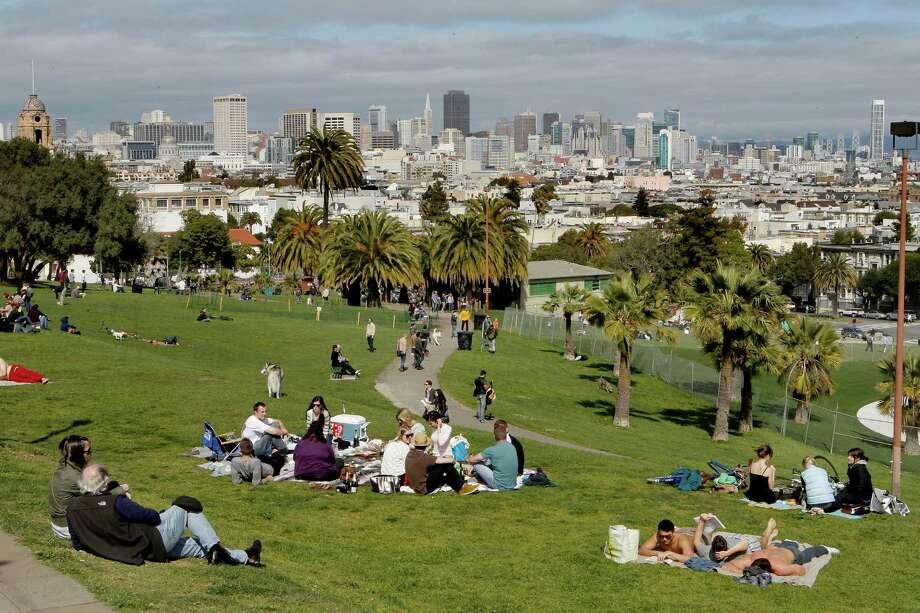 Enjoy a picnic at Dolores Park. Photo: Michael Macor, SFC / ONLINE_YES