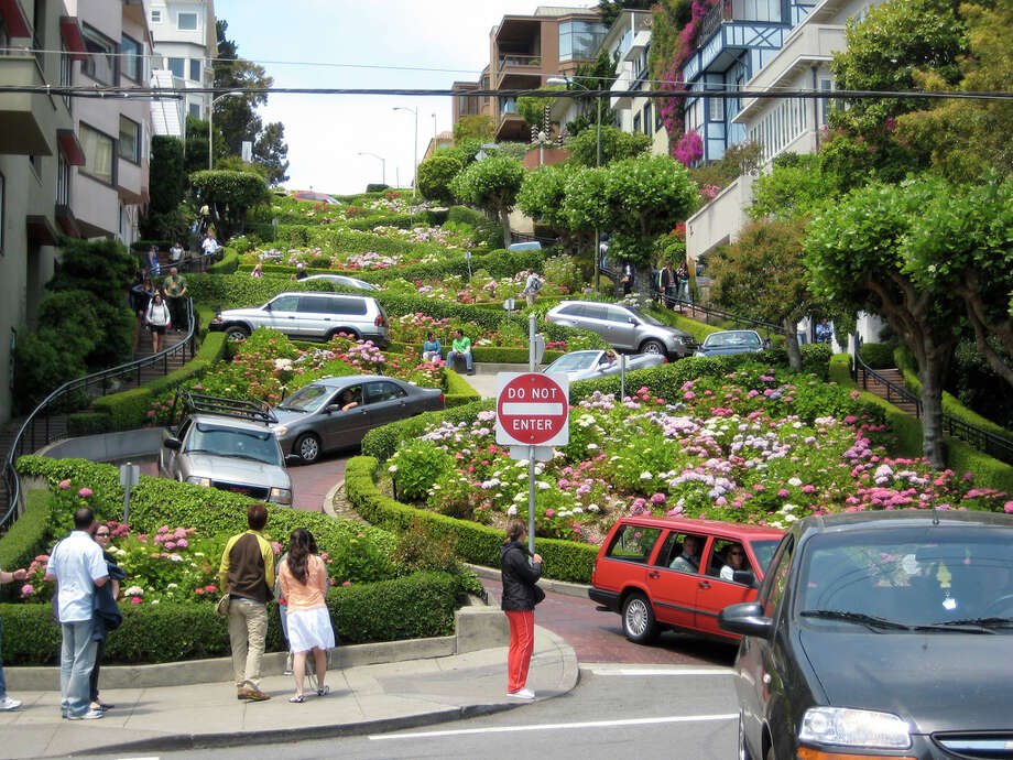 Walk the one-block stretch of Lombard that twists and turns between Hyde and Leavenworth.