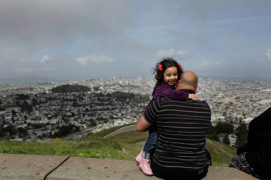 Drive to the top of Twin Peaks. Photo: Lea Suzuki, The Chronicle / ONLINE_YES