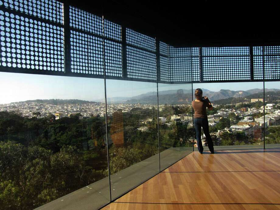 Ride to the top of the Hamon Observation Tower at the De Young Museum. It's free! Photo: Stephanie Hession, ONLINE_YES / ONLINE_YES