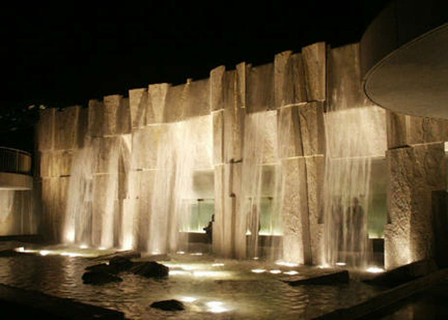 Read inspiring words from Martin Luther King Jr. behind the cascading fountain at Yerba Buena Gardens.