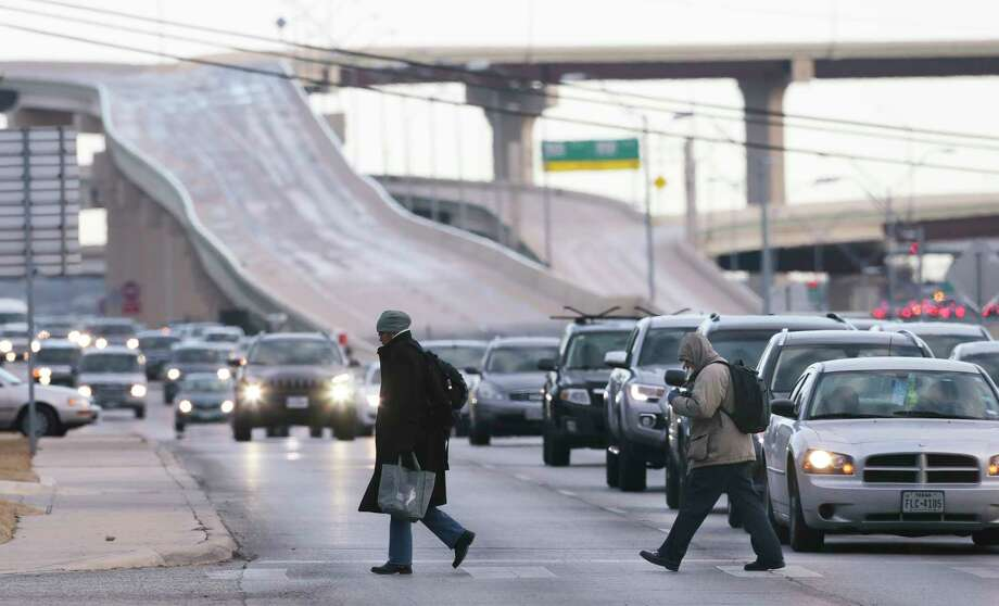 Motorists drive on slick roads as ice covers the countryside north of New Braunfels on January 24, 2014. Photo: San Antonio Express-News / 2017 SAN ANTONIO EXPRESS-NEWS