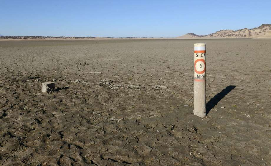A now-useless boating speed limit buoy rises from the parched lake bed at Black Butte Lake in Tehama and Glenn counties. Photo: Jason Halley, Associated Press