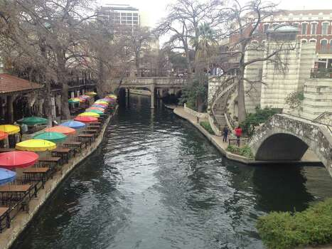Visitors were sparse on the River Walk around 10:30 a.m. Friday. Photo: Benjamin Olivo / MySA.com