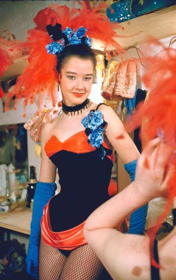 16-yr-old Pamela Eddy, youngest of the England's Margaret Kelly Dancers, in the dressing room of Moulin Rouge nightclub. Photo: Loomis Dean, Time & Life Pictures/Getty Image