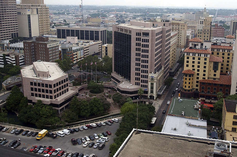 A National Bureau of Economic Research survey showed that 6.4 percent of every 100 San Antonians who came up poor will make big money. Photo: Express-News File Photo