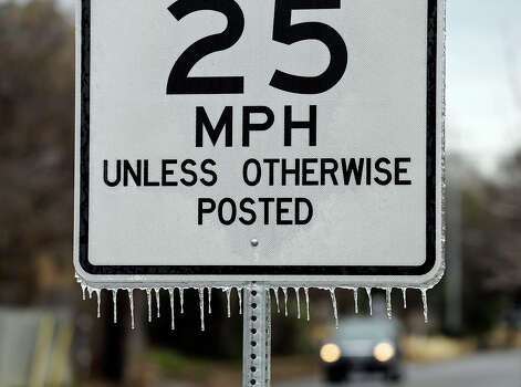 Icicles hang from a speed limit sign on North New Braunfels Ave. Friday Jan. 24, 2014. Photo: Edward A. Ornelas, San Antonio Express-News / © 2014 San Antonio Express-News