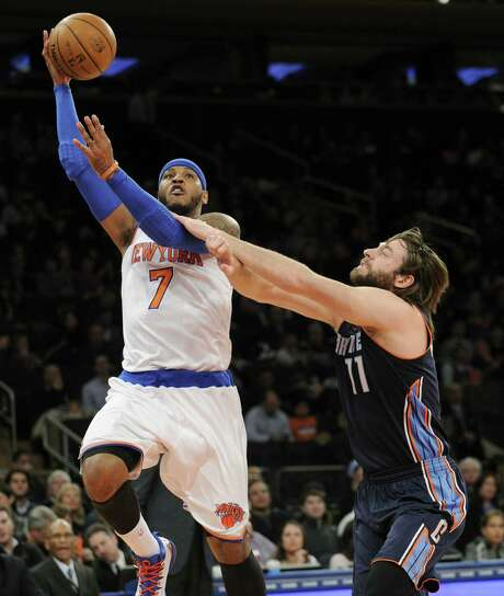 Carmelo Anthony (left) surpassed the Knicks' scoring record of 60 points by Bernard King and the Madison Square Garden mark of 61 by Kobe Bryant. Photo: Bill Kostroun / Associated Press / FR51951 AP