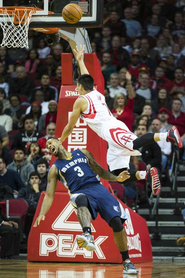 Rockets point guard Jeremy Lin shoots over Grizzlies power forward James Johnson. Photo: Smiley N. Pool, Houston Chronicle