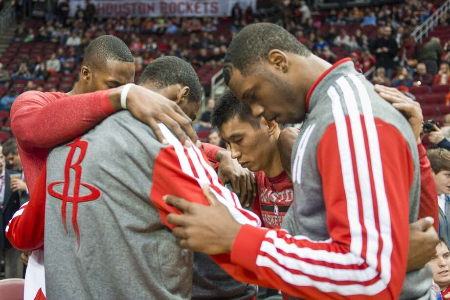 Rockets point guard Jeremy Lin, center, huddles with teammates including power forward Terrence Jones, right, and center Dwight Howard before the game. Photo: Smiley N. Pool, Houston Chronicle