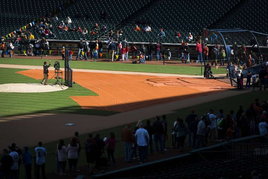 Fans line up for a chance to take batting practice during the Houston Astros Fanfest. Photo: Smiley N. Pool, Houston Chronicle