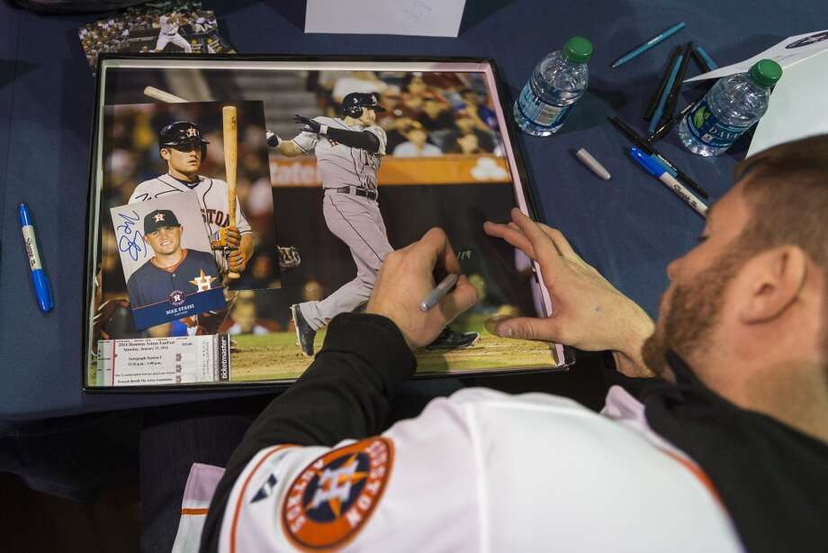 Houston Astros outfielder Robbie Grossman signs autographs during the Houston Astros Fanfest. Photo: Smiley N. Pool, Houston Chronicle