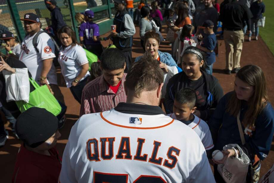 Astros pitcher Chad Qualls signs autographs during the Houston Astros Fanfest. Photo: Smiley N. Pool, Houston Chronicle