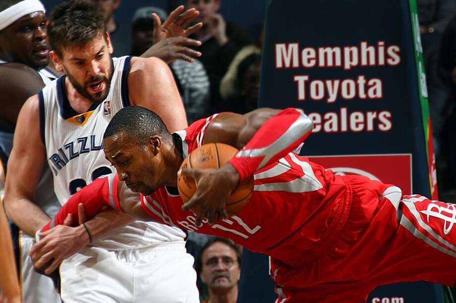 Marc Gasol, left, fouls Dwight Howard. Photo: Nikki Boertman, McClatchy-Tribune News Service