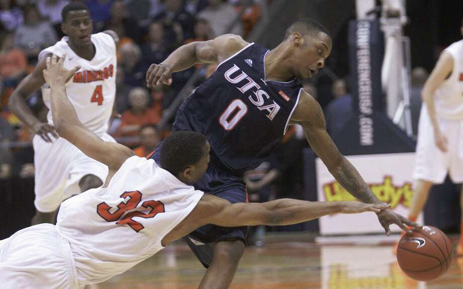 UTEP's Vince Hunter (left) goes for a steal against UTSA guard James Williams at the Don Haskins Center during the Miners' 81-62 victory over the Roadrunners. Photo: Mark Lambiecoel / El Paso Times