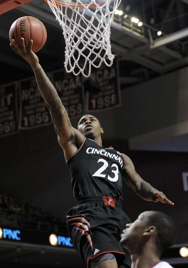 Cincinnati's Sean Kilpatrick scored 29 points and hit the game-winning foul shot at Temple. Photo: Michael Perez, Associated Press