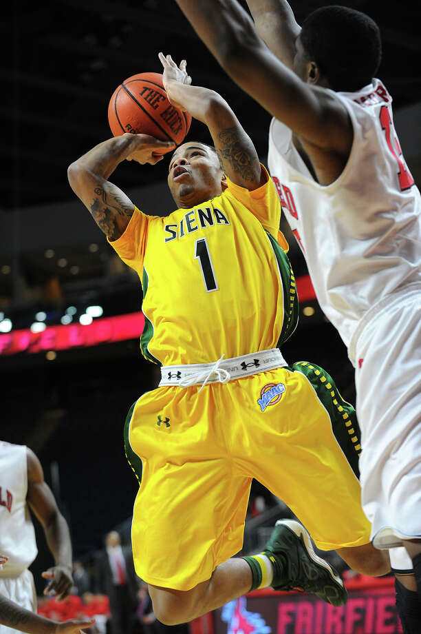 Siena guard Rich Audu drives to the basket during the first half of the Saints' MAAC mens basketball game with Fairfield University at the Webster Bank Arena in Bridgeport, Conn. on Sunday, January 26, 2014. Photo: Brian A. Pounds / Connecticut Post