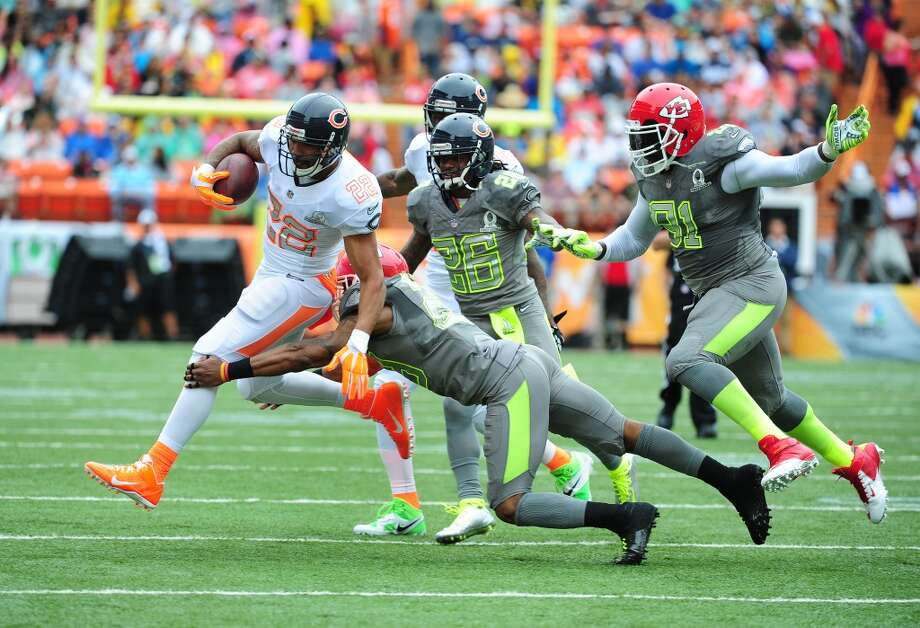 Matt Forte #22 of the Bears and Team Rice carries the ball against Eric Berry #29. Photo: Scott Cunningham, Getty Images