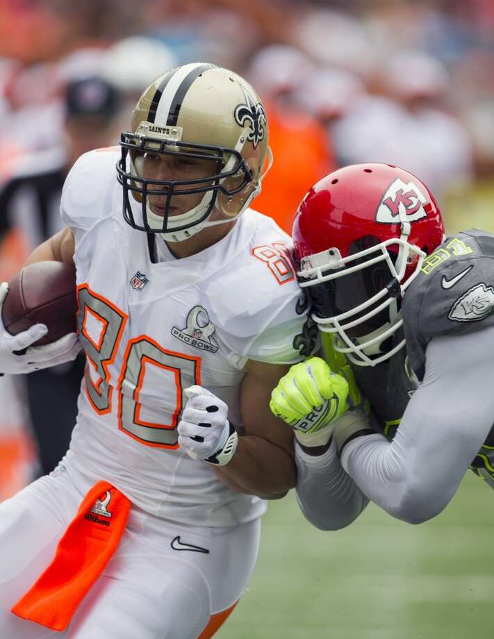 Saints tight end Jimmy Graham (80), of Team Rice, gets pushed out of bounds by Chiefs linebacker Tamba Hali (91). Photo: MARCO GARCIA, Associated Press