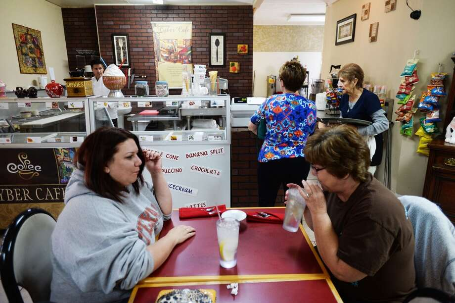 County Line Diner regulars Shelly Rountree, left, and Dianna Rountree wait for there plate of food Wednesday. County Line Diner has been operating for the past two years. Michael Rivera/@michaelrivera88    Photo Taken Wednesday, 01/15/14