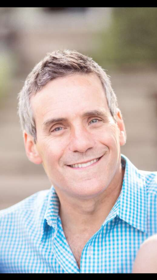 Steve Simon joined KIAH-TV in July 2000 as an anchor and reporter. Previously, Simon was a general assignment reporter for Miami's WSVN-TV. In December 2013, he announced he was leaving CW 39 to become news director for Dallas' KDAF-TV.