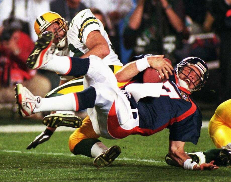 13. Super Bowl XXXII Jan. 25, 1998  Denver Broncos 31, Green Bay Packers 24  Brett Favre had the better game, but it was John Elway who came through in the clutch, directing a game-winning scoring drive with 1:45 left, then watching the Broncos' defense force three Favre incompletions after the Packers reached the Denver 35 with just over a minute remaining. Photo: Paul E. Rodriguez-, Orange County Register