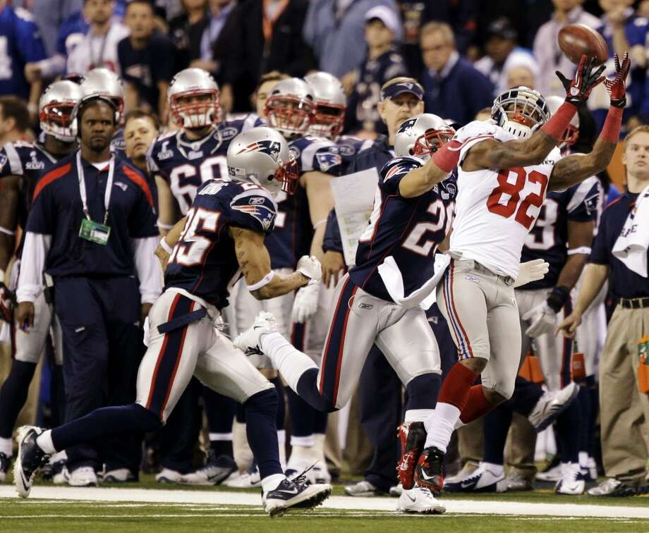 10. Super Bowl XLVI Feb. 5, 2012 New York Giants 21, New England Patriots 17Mario Manningham's clutch sideline catch on the Giants' final drive gave Eli Manning and New York a chance to take the lead with less than a minute left. Tom Brady's Hail Mary attempt fell just out of reach of a diving Rob Gronkowski, dropping Brady's Super Bowl record to 3-2. Photo: Marcio Jose Sanchez, Associated Press