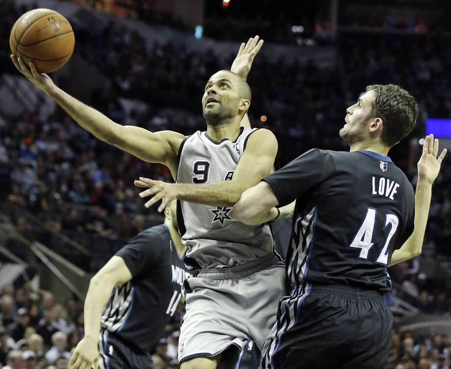 The AT&T Center, where the Spurs and Tony Parker played eight December games, tops the watering-hole list with about a $1 million in mixed-beverage sales. Photo: Edward A. Ornelas / San Antonio Express-News / © 2014 San Antonio Express-News