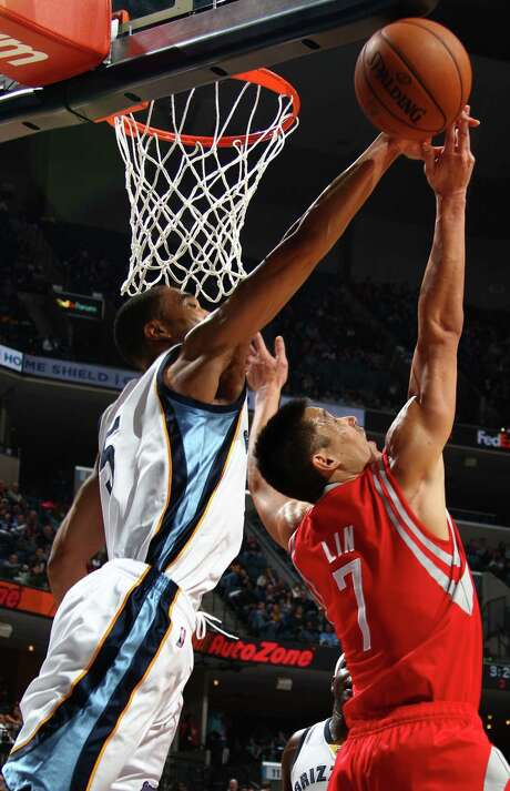 The Grizzlies' Courtney Lee, left, impedes the efforts of Jeremy Lin on Saturday. The Rockets were no match physically for the Grizzlies in two losses. Photo: Nikki Boertman, MBR / The Commercial Appeal