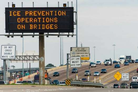 Signs on Interstate 10 just west of downtown on Monday alert drivers to preparations for the winter storm. (Smiley N. Pool / Houston Chronicle) Photo: Smiley N. Pool, Houston Chronicle