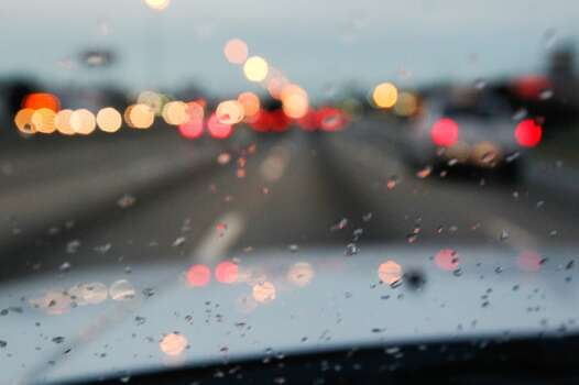 Drizzle on a windshield in Houston. (Johnny Hanson/Houston Chronicle)
