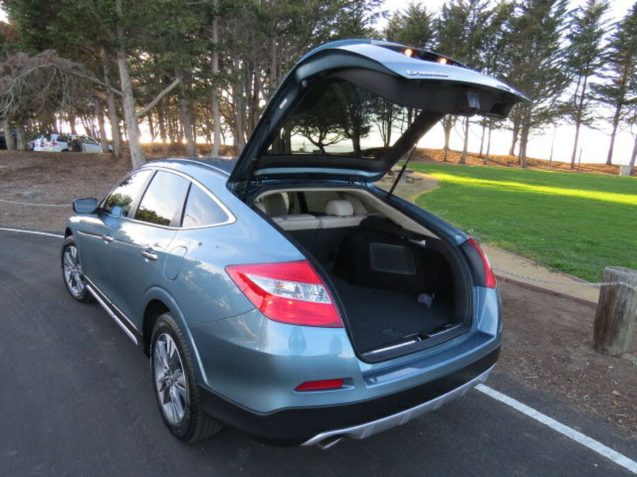 On the road, the Crosstour is as quiet as a sedan – or, for that matter, most modern SUVs – but the ride feels more like an SUV, constantly reminding you of the various potholes and poorly patched streets that are the norm rather than the exception in budget-starved cities these days.