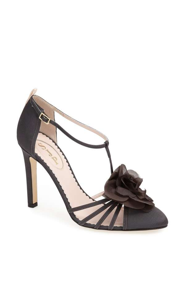 SJP Etta pump in pewter grey Photo: SJP Collection By Sarah Jessica Parker