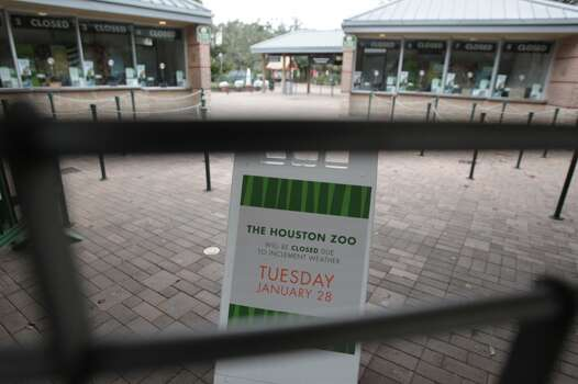 A sign announces the Houston Zoo's closing on Tuesday because of inclement weather. (James Neilsen/Houston Chronicle)