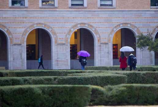 Rice University students and personnel carry on to classes Tuesday, Jan. 28, 2014, in Houston. Despite the majority of Houston being shutdown, Rice is continuing classes. (Cody Duty / Houston Chronicle) Photo: Cody Duty, Houston Chronicle