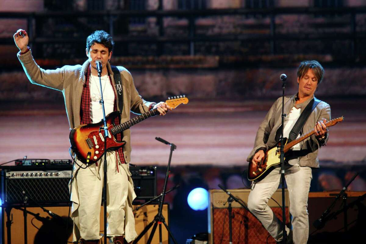 John Mayer, left, and Keith Urban perform at the night that changed America: a Grammy salute to the Beatles, on Monday, Jan. 27, 2014, in Los Angeles. (Photo by Zach Cordner/Invision/AP) ORG XMIT: CABR109