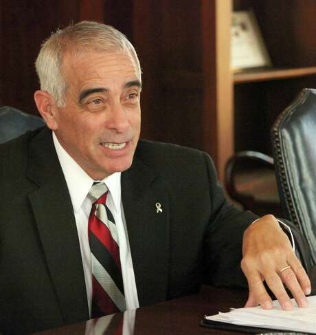 SAISD superintendent Sylvester Perez said the vote to lease district land for a new medical school was a major milestone. Photo: San Antonio Express-News / San Antonio Express-News