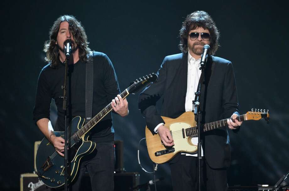"Recording artists Dave Grohl (L) and Jeff Lynne perform onstage during ""The Night That Changed America: A GRAMMY Salute To The Beatles"" at the Los Angeles Convention Center on January 27, 2014 in Los Angeles, California. Photo: Kevin Winter, Getty Images For NARAS"