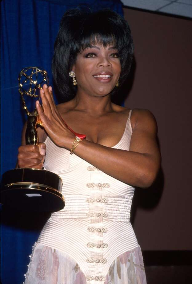 Holding her Daytime Emmy Award in 1994. Photo: Dave Allocca, Time & Life Pictures/Getty Image