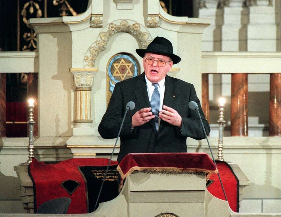 German President Roman Herzog gestures during his speech to the participants of the commemoration on the 60th anniversary of the Kristallnacht pogrom (Night of Broken Glass), when Nazi storm troopers destroyed Jewish businesses and synagogues in Germany and Austria, in the Berlin synagogue Monday, Nov. 9, 1998. (AP Photo/Hans Edinger) Photo: HANS EDINGER, AP